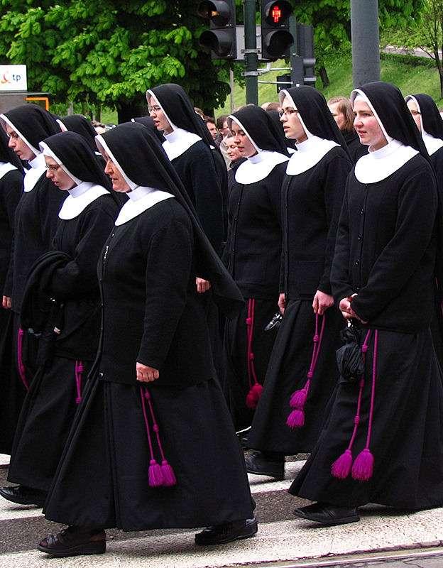 religiosas-em-procissao-polonia