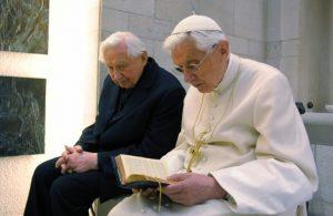 Papa Bento e o irmão