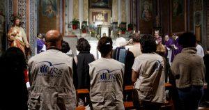 Voluntários do Serviço Jesuíta para Refugiados participam da missa