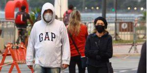 As pessoas se tornam irreconhecíveis com a máscara.