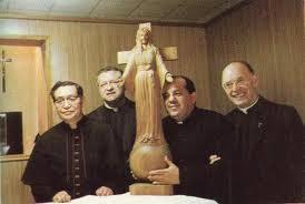Nossa Senhora Akita e Padre Gobi